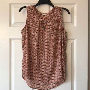 Patterned Sleeveless Blouse